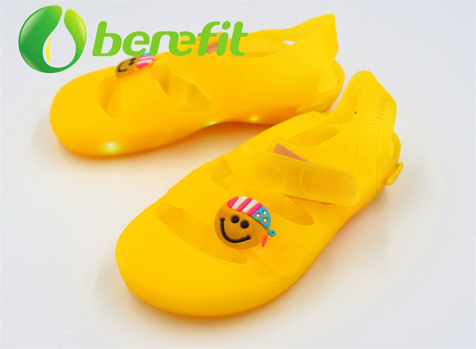 jelly shoes kids with lighing and jelly shoes for girls in PVC